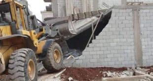 مخالفات البناء بالنقارنة تطيح برئيس دائرة البناء ومراقب المنطقة