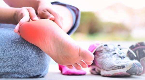 الشوكة العظمية: أهم الأسباب وطرق العلاج ..ألم الكعب
