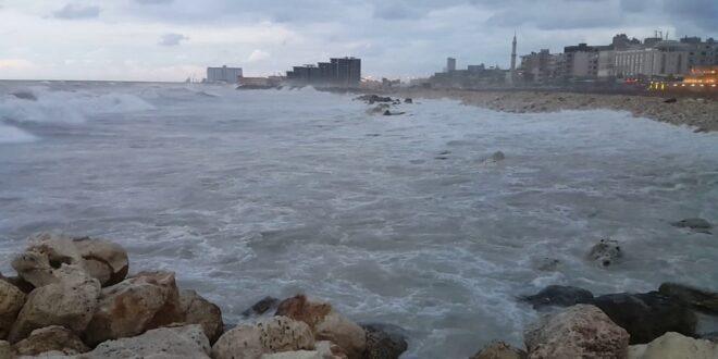 العاصفة تبدأ في الساحل السوري.. وإغلاق موانئ الصيد والنزهة أولى الإجراءات