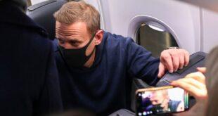 توقيف المعارض الروسي أليكسي نافالني فور وصوله إلى موسكو.. شاهد!
