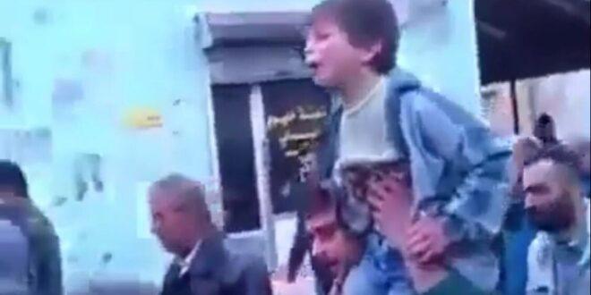 """طفل سوري """"يعاتب"""" أخاه العسكري الشهيد: """"وين اللي بدو يجي على رأس السنة يا إبراهيم!"""""""