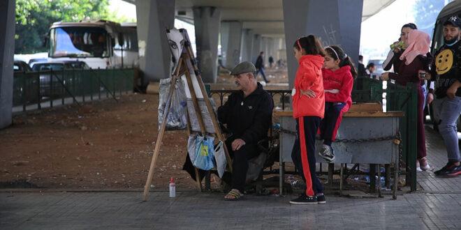 الرسام بسام كمال... موهبة سورية تحت جسر في بيروت... فيديو