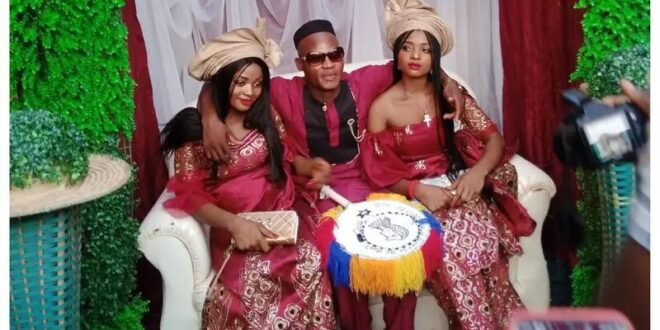 توأم نيجيري تتزوجان رجلًا واحدًا بحجة عدم قدرتهما على العيش دون بعضهما