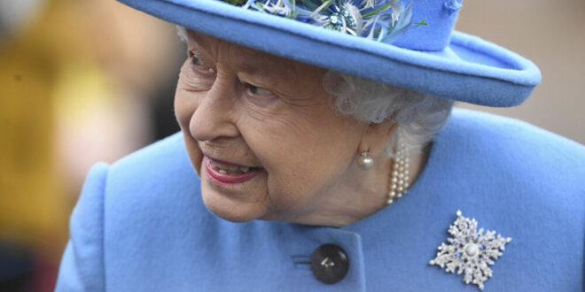 الملكة إليزابيث ترقص... المشهد الأغرب في الأعياد... فيديو