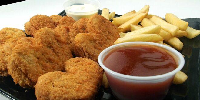 """خبير طهي يكشف عن وصفة الدجاج المقلي """"المثالية"""""""