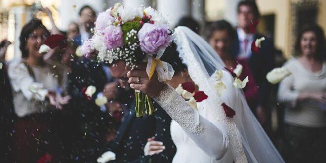 طولها ضعف طوله... عروسان يتزوجان رغم رفض الأهل والأقارب