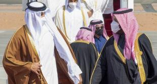 """بعد قطيعة 3 سنوات... ولي العهد السعودي يستقبل أمير قطر بـ""""الأحضان"""""""
