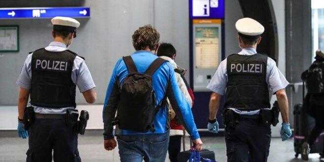 حقيبة أمتعة متروكة تثير الذعر بمطار فرانكفورت والسلطات تحقق