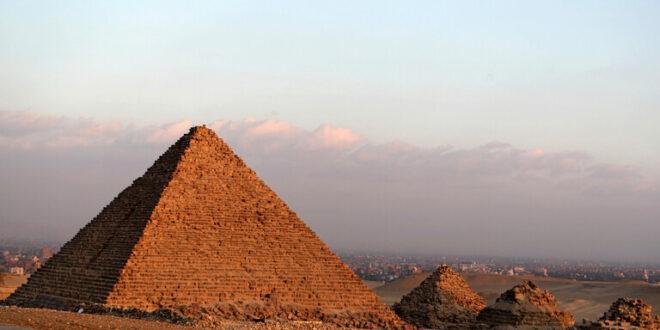 """عالمان يشعلان أزمة في مصر.. الأهرامات """"فكرة لبنانية"""""""