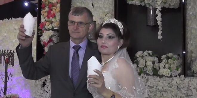 """صهر روسي لعائلة سوريّة في اللاذقية يتحول إلى نجم على """"السوشال ميديا"""""""