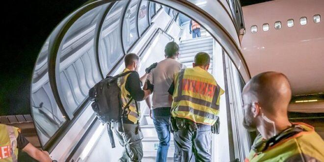 الداخلية الألمانية: رفع الحظر عن الترحيل إلى سوريا لن يشمل جميع السوريين