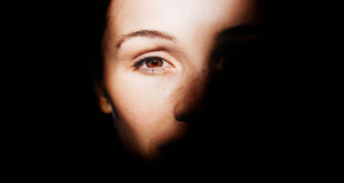 علامات في العين قد تدل على احتمال الإصابة بمرض مميت!