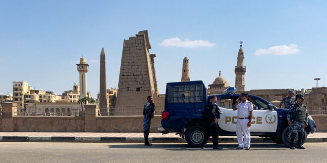 على طريقة الفنان نور الشريف.. مواطن مصري ينتحل صفة ضابط لمدة 32 سنة والأمن المصري يكشف عملياته