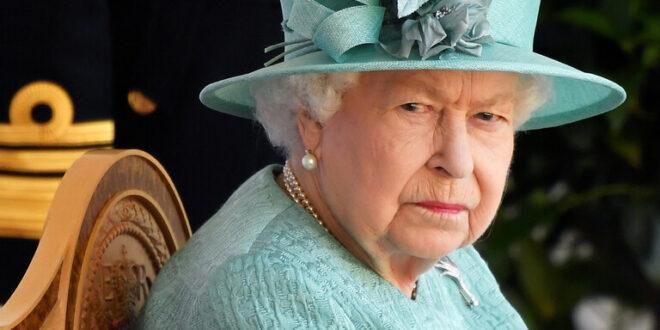 """6 ممارسات """"عادية للغاية"""" في حياتنا لم تفعلها الملكة إليزابيث الثانية قط!"""