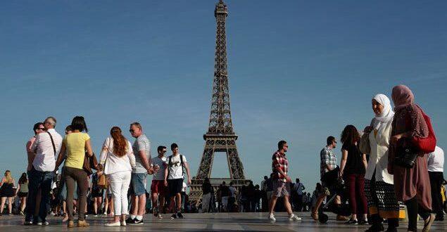لاحقينا على باريس .. لبنانيون يتعرضون لـ لاجئ سوري في فرنسا