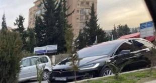 سيارة تيسلا الكهربائية في دمشق.. والسوريون: كيف بيشحنها؟