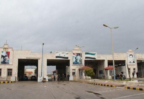 نحو 15 شاحنة محملة بالفواكه والحمضيات السورية إلى العراق يومياً