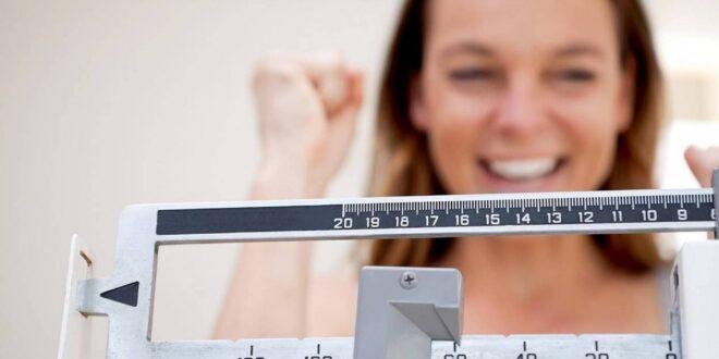 تعلموا طريقة النفس بعبوة الماء لتسريع خسارة الوزن
