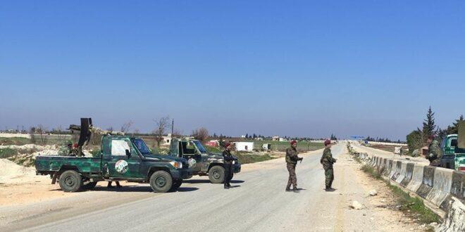 """""""النصرة"""" تقيم حواجز عسكرية لمنع خروج المدنيين من إدلب"""