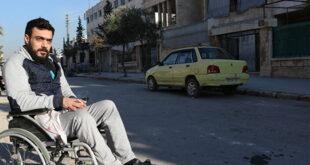 بعدما فقد ساقيه.. مصاب حرب يقود أمل الحياة بسيارة أجرة في حلب
