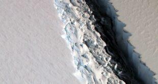 علماء يرصدون شق جليدي مخيف في القطب الجنوبي... فيديو