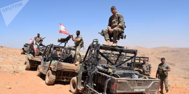 منهم لبنانيين وسوريين... الجيش اللبناني يقبض على 18 مسلحاً في عرسال.. صور