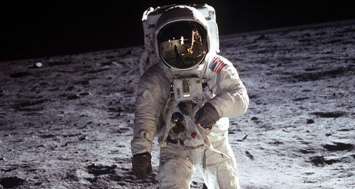 العثور على كرة غولف على سطح القمر.. كيف وصلت الى هناك؟