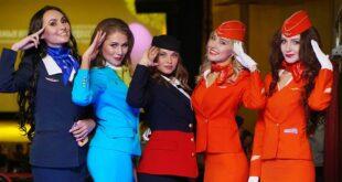 كشف سر وضع مضيفي الطيران أيديهم خلف ظهرهم أثناء استقبال المسافرين
