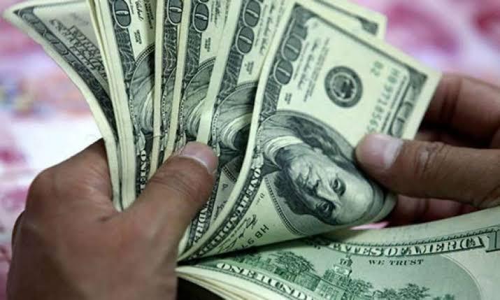 المركزي يبرر سبب رفضه بعض الأوراق النقدية الأجنبية من المواطنين