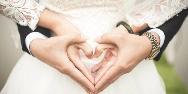 """الأولى بـ 10 آلاف والثانية بمليون.. تجربتا زواج """"متواضع"""" يفصل بينهما 3 عقود فقط"""