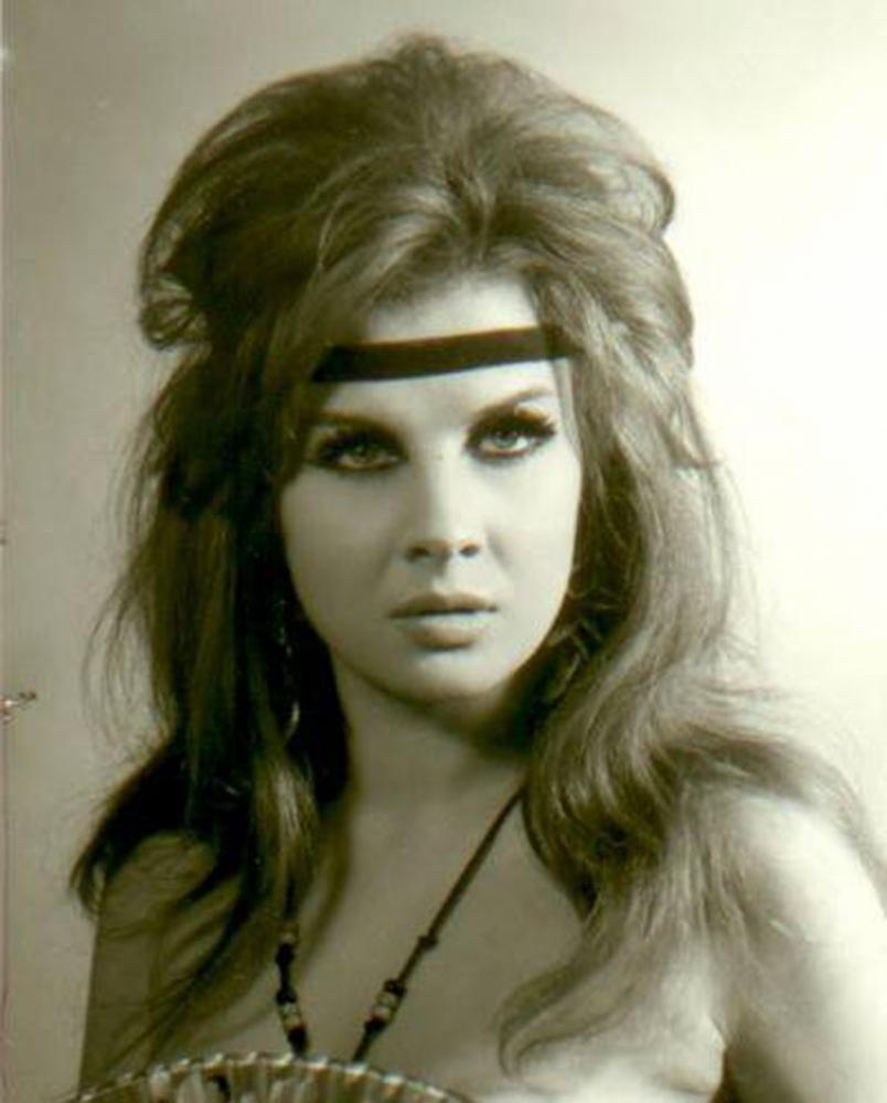 الممثلة السورية إغراء.. أول ممثلة عربية تظهر بلا ثياب بشكل كامل في أفلامها