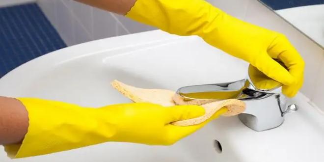 7 حيل خارقة لتنظيف وتلميع صنابير المياه من التكلّس والصدأ