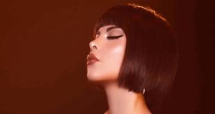 فنانة عربية تثير الجدل من جديد.. صوبت مسدساً نحو وجهها! (صورة)
