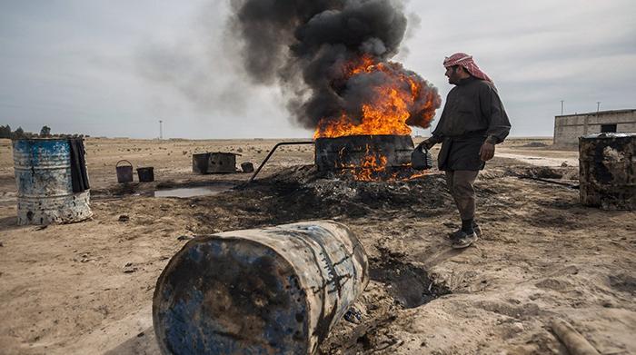 """تقرير أممي: """"تحرير الشام"""" تكسب مليون دولار شهرياً من تجارة الوقود فقط"""