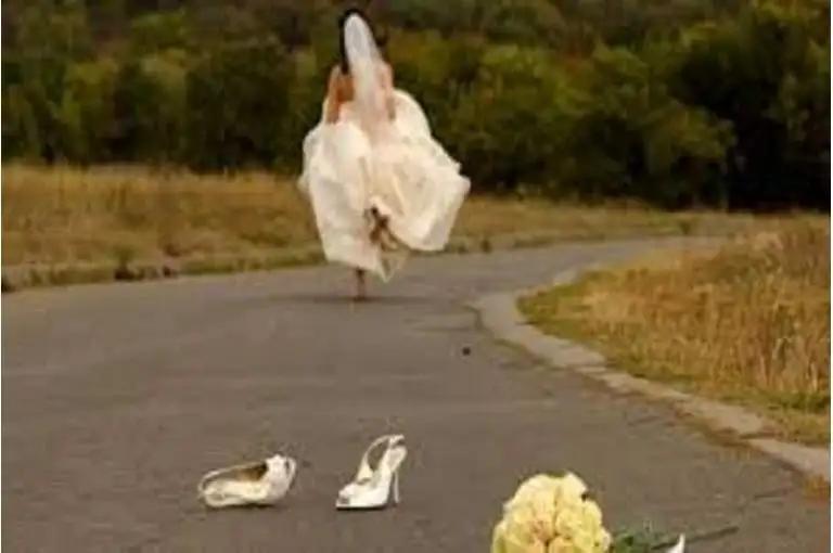 شابة تهرب من قاعة الزفاف لسبب طريف.. اعرف التفاصيل