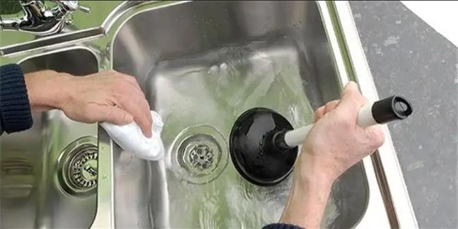 طرق فعالة لتنظيف بالوعة الأحواض المسدودة