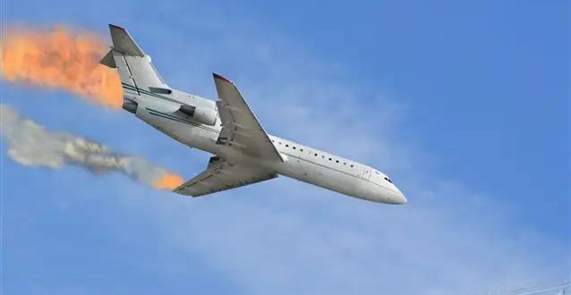 لحظة انفجار طائرة وسقوطها على الطريق