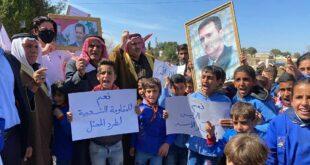 أطفال قرية يحاصرها الجيش الأمريكي شرقي سوريا