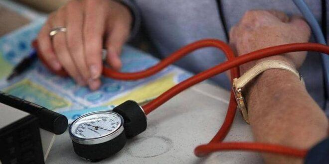 """ضغط الدم.. 10 طرق لتخفضه """"من دون دواء"""""""