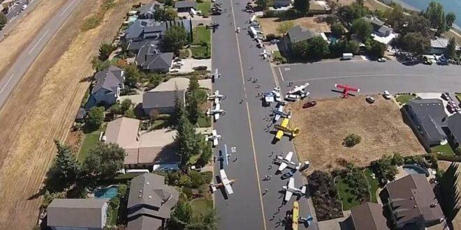 الطائرة أمام باب المنزل