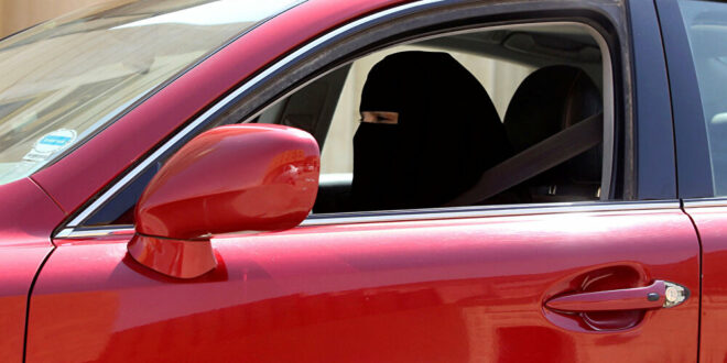 الإمارات... سيدة ترتكب 414 مخالفة مرورية بقيمة 67 ألف دولار