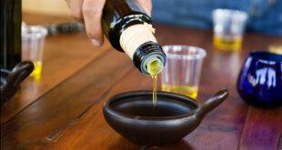 ماذا يحدث لزيت الزيتون عند تسخينه