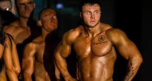 إصابة عضلية مروعة للاعب كمال أجسام أثناء التدريب... فيديو
