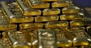 رجل أعمال أردني يثير ضجة بتوزيعه الذهب
