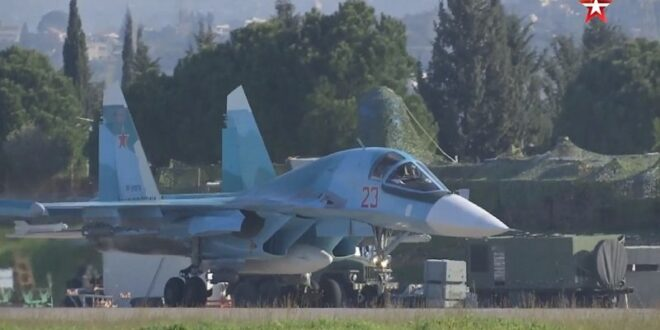 """مناورات جوية وبحرية روسية واستعراض لمقاتلة """"Su-34"""" في حميميم"""