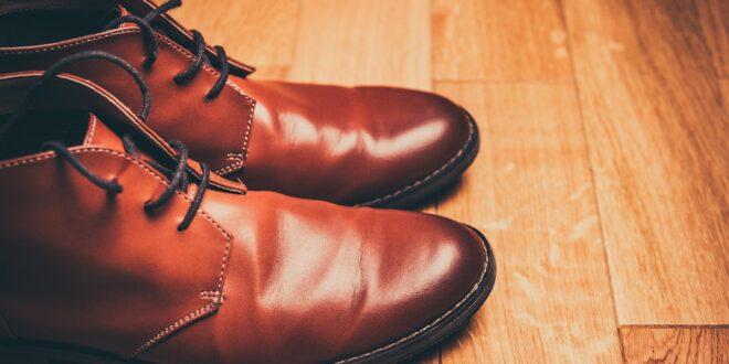 حيلة عبقريّة لتوسيع الحذاء الضيق من أول مرّة
