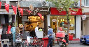 رجل تركي يسدد الديون عن عشرات السوريين في تركيا