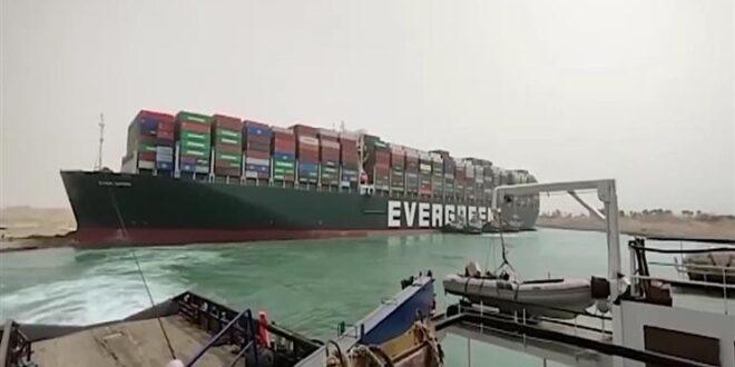 بينها ناقلة نفط وجهتها سوريا ..السفن العالقة تباشر حركتها في قناة السويس