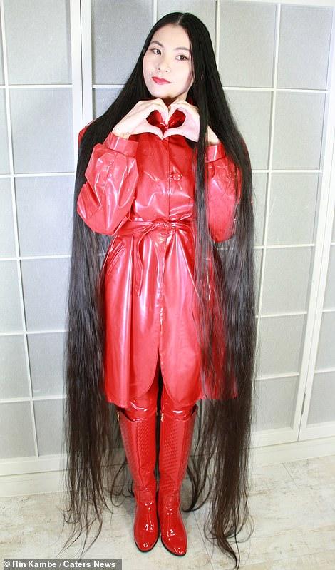 فتاة يابانية لم تقص شعرها منذ 15 عاماً