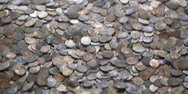 علماء الآثار يعثرون عن كنز كبير من الدراهم العربية الفضية